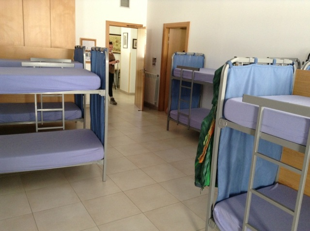 Albergue Puerta Revellin, Logroño, spacious dormitory and excellent facilities