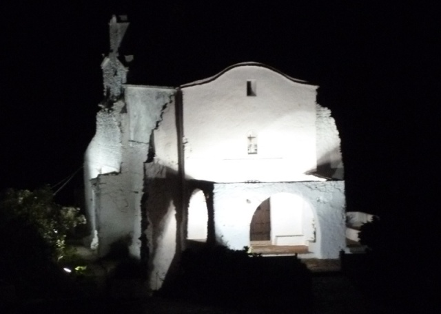 A better view of the beautifully lit Santa Ana church