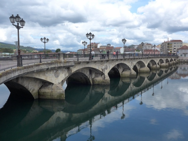 The beautiful bridge crossing the Rio Lerez in Pontevedra (day 25)